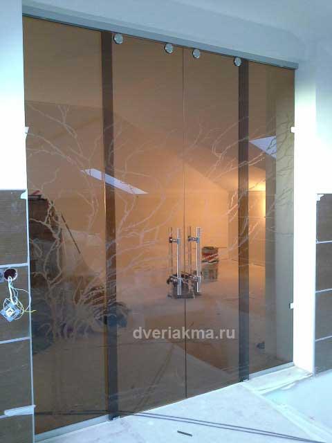 Балконные стеклянные двери в москве, сколько стоит полностью.